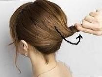 Прическа ракушка на средние волосы шаг 3