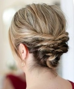 Прическа на основе жгутов на средние волосы