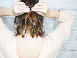 Быстрая прическа на средние волосы шаг 6