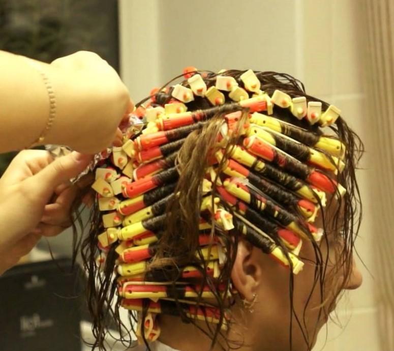 Прически на средние волосы для девочек: красивые и простые