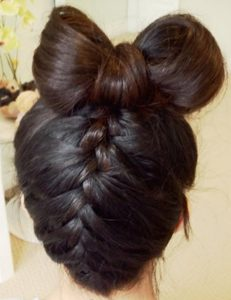 Прическа бантик из волос