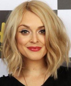 Стрижка для прямоугольного лица на средние волосы