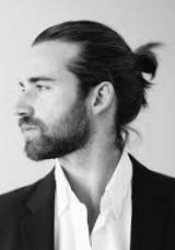 Стильная мужская стрижка на длинные волосы