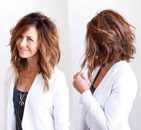 Стрижка боб на средние волнистые волосы