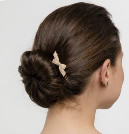 Причёска с бубликом на длинные волосы