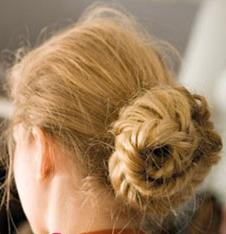 Прическа пучок из косы