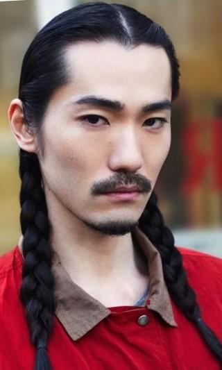 Длинные мужские прически с косами