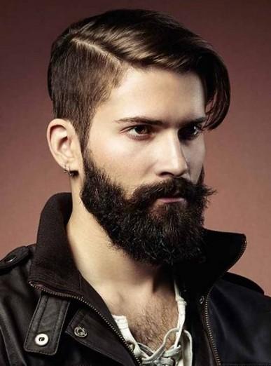 Мужская прическа на бок с бородой