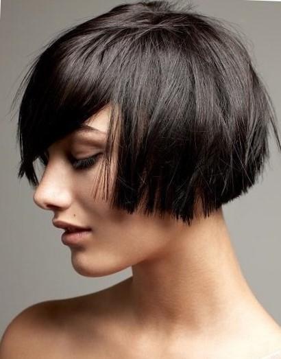 Модельная женская стрижка на короткие волосы