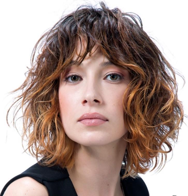 Молодежные стрижки на вьющиеся волосы