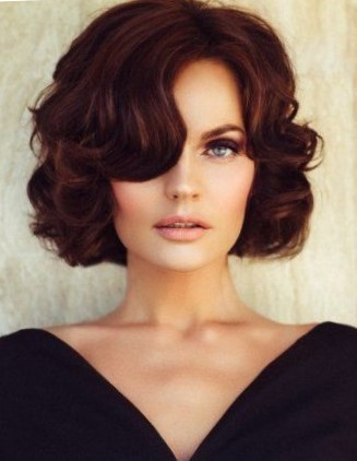 Стрижки на вьющиеся волосы средней длины