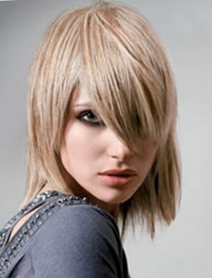 Стрижки на волосы до плеч с челкой