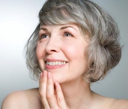 Стрижки для женщин после 50 лет на короткие вьющиеся волосы