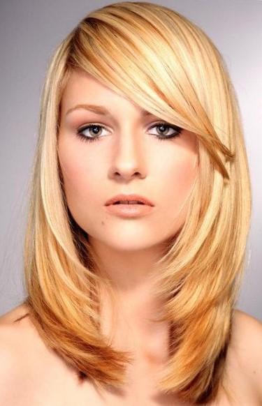 Стрижки на средние волосы для вытянутого лица