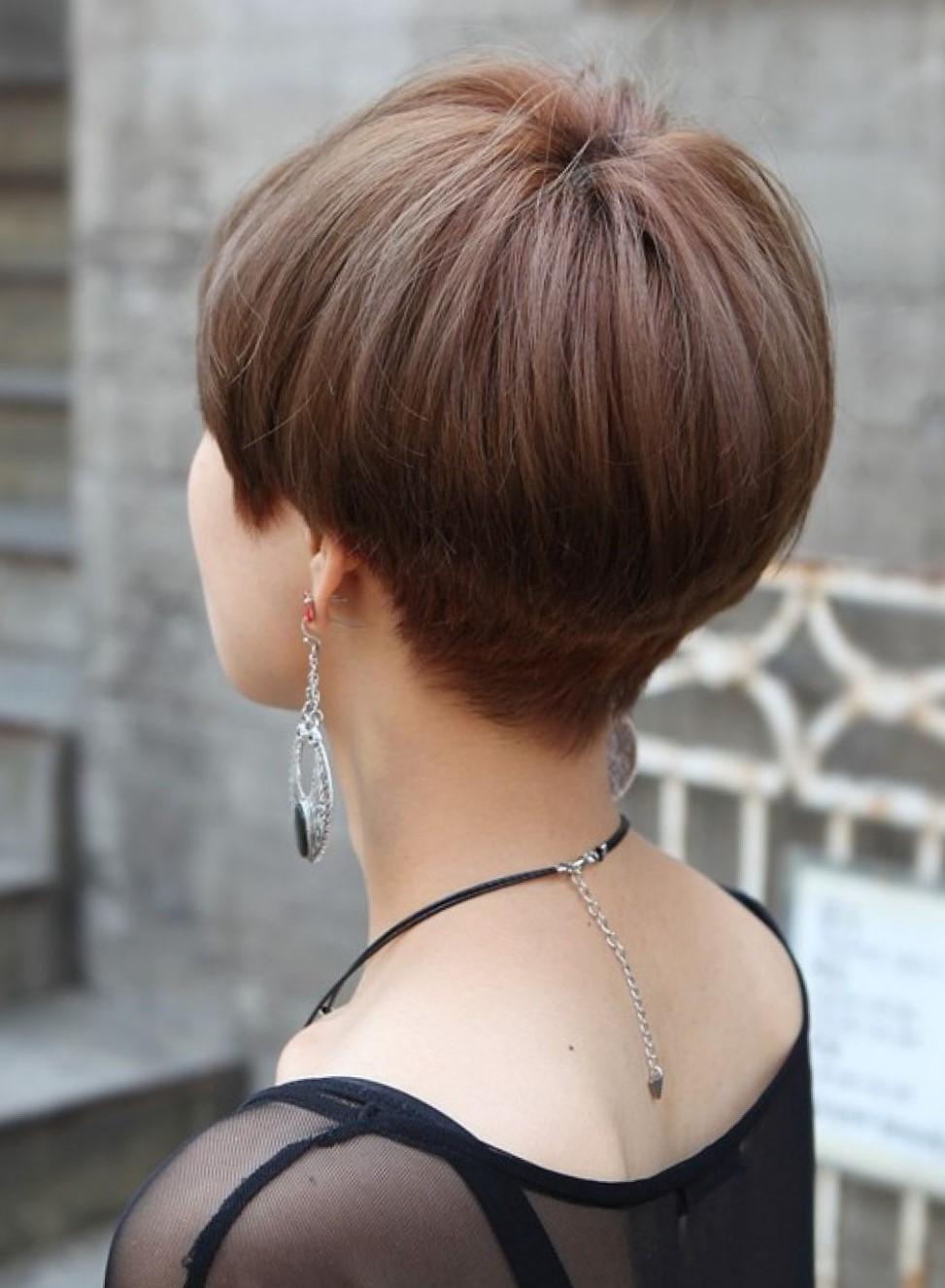 Стрижка шапочка на короткие волосы для круглого лица
