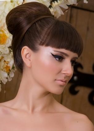 Высокие прически на длинные и средние волосы - бабетта