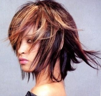 стрижки с длинной косой челкой на средние волосы