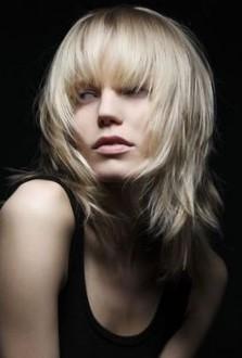 стрижки с длинной челкой на средние волосы