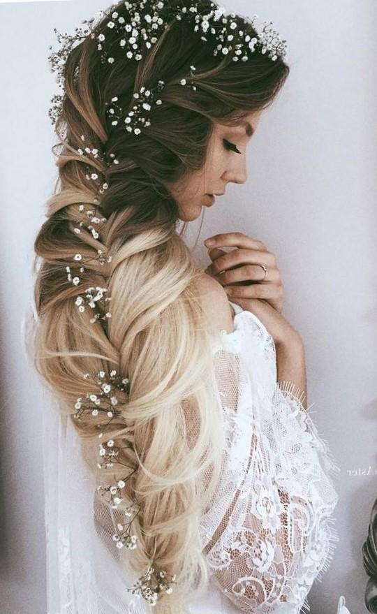Прически с цветами на свадьбу и выпускной