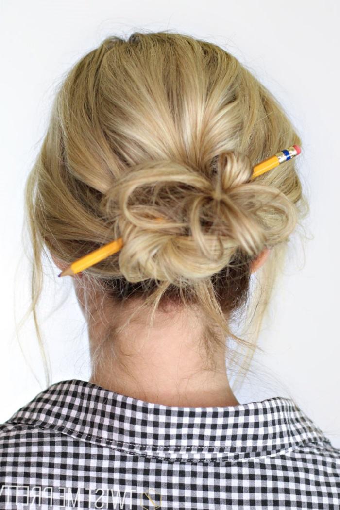 Прическа с карандашом фото поэтапно
