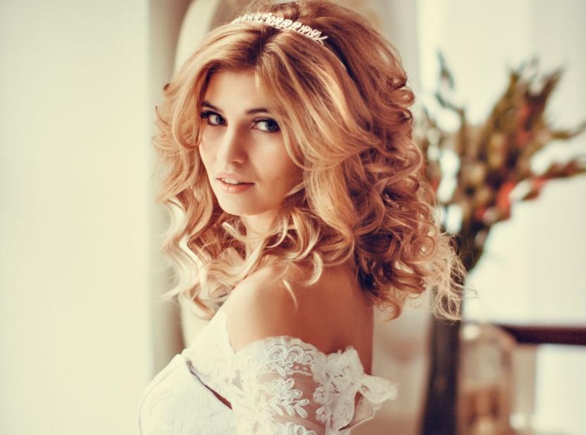 красивые укладки на свадьбу фото