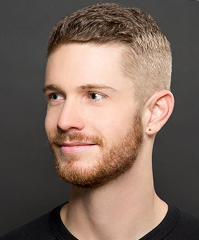 Стильные мужские прически 2017 с выбритыми висками