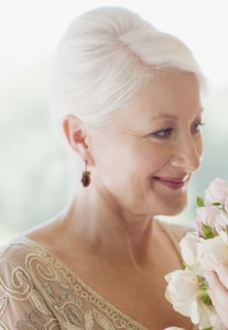 прически на короткие волосы на свадьбу для мамы невесты
