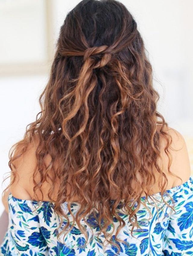 прически на кудрявые волосы