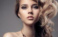 Прически на средние волосы с локонами — варианты укладок на праздник и выпускной