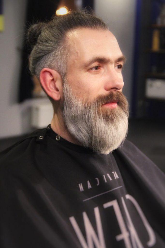 Прическа мужская с выбритыми висками и затылком