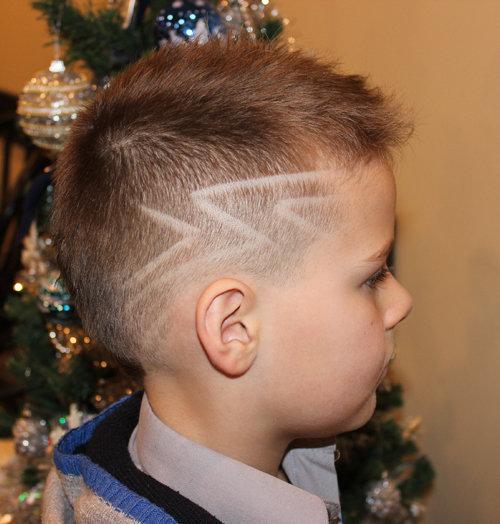 Стрижки для мальчиков с рисунком на висках - фото причесок