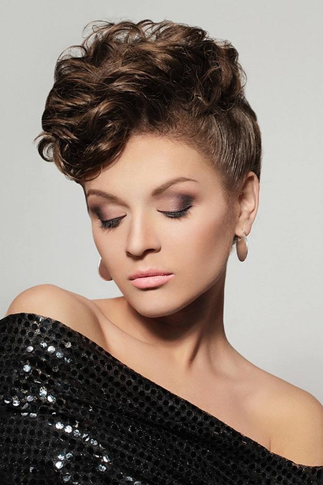 как вечерние прически на короткие волосы фото женские вариантом будет выбор