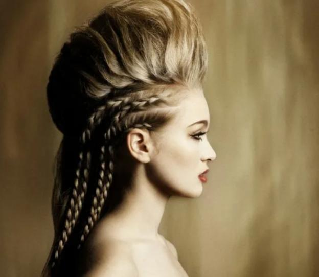 Красивые и интересные прически на длинные волосы для женщин в 2022 году